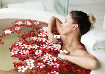 Spa bathing with flowers