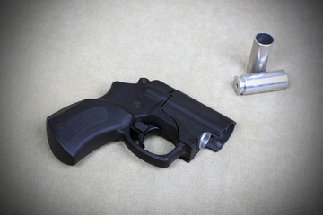 Tubeless doubly charged traumatic pistol. Image with vignette