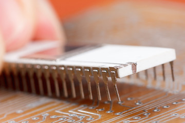 Assembly of electronic components on circuit board