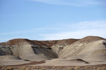 Runde Felsformationen in der Mojave / Sandförmige helle und runde Felsformationen in der Mojave Wüste zwischen Baker und Shoshone.