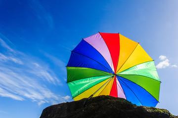 Cielo Azul  con Paraguas Arco Iris