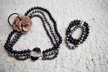Necklace and bracelet made of artificial black pearls