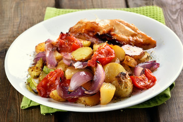 Fried vegetable with chicken meat