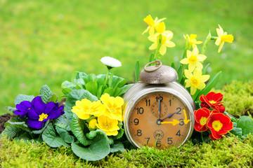 Zeitumstellung, Sommerzeit, Wecker, Frühling, Blumen, Ostern, Copyspace