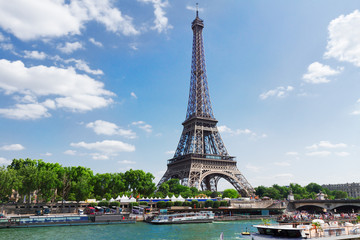 eiffel tour over Seine river