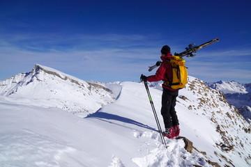 Mit Ski am Gipfel