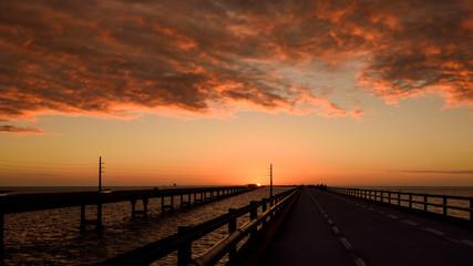 Dramatischer Sonnenuntergang auf der Seven Mile Bridge-Florida Keys