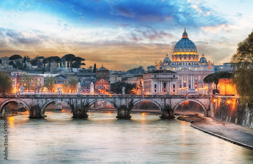 The Vatican Seen Past the Tiber River, Rome, Italy  № 1467634 без смс