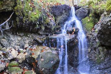 Acqua pura, una piccola cascata