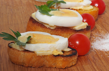 Fresh toast sandwiches with egg