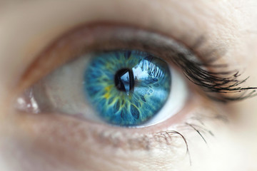 women blue eye color changed with lenses