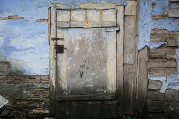 Stare drzwi z napisem Pan i Pani