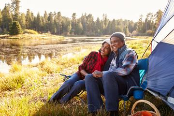 Senior Couple On Autumn Camping Trip Fototapete