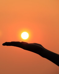 Silhouette picture of hand : the sun over the hand