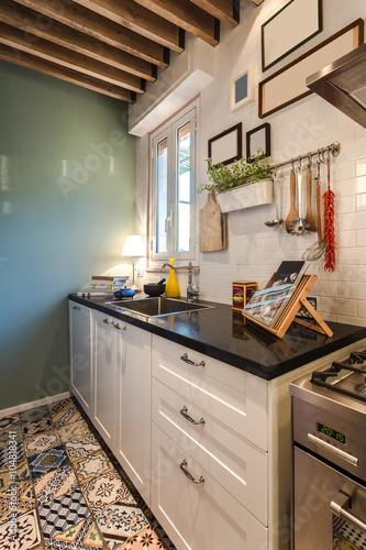 Cucina angolo cottura in stile vintage e arredata con gusto in appartamento originale - Prevenire in cucina mangiando con gusto ...