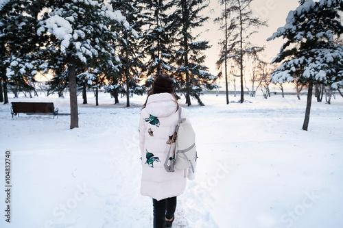 kartinki-zimi-i-devushek-lyubitelskoe-porno-foto-vostochnaya-bryunetka-zadnitsa-popka