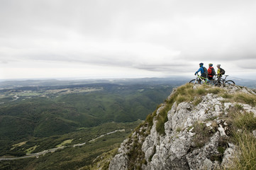 Slovenia, Istria, Vipava valley, Nanos, three mountain bikers looking at view