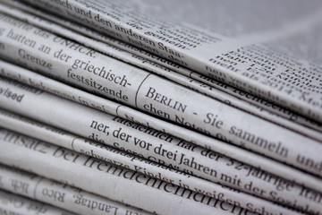 Stapel Zeitungen Berlin Nachrichten