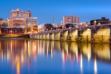 Fototapete - Harrisburg, Pennsylvania skyline with the historic Market Street Bridge reflected on the Susquehanna River at dusk