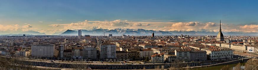 Torino panoramica al tramonto dall'alto