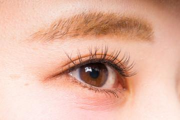 アジア人女性 片目 つけまつげ Asian woman false eyelashes