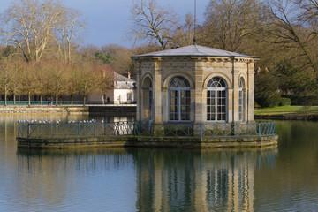 Pavillon de l'Étang aux Carpes. Château de Fontainebleau.