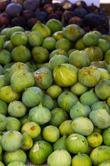 green and violet figs