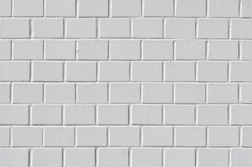Weiß gestrichenes Mauerwerk