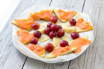 Salmon appetizer with grapes and cheese
