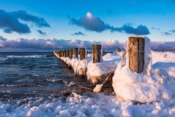 Fototapete - Buhne an der Ostseeküste bei Zingst