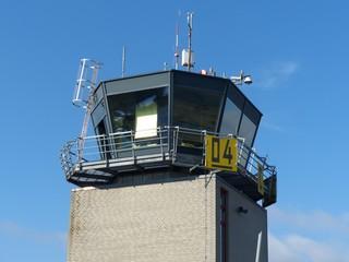 Der Tower der Fluglotsen am Segelflugplatz Oerlinghausen bei Bielefeld im Teutoburger Wald