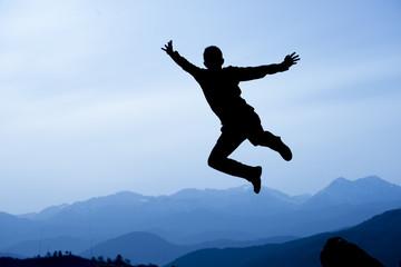 zirve dağlarında hoplamak,zıplamak