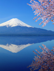Foto auf Leinwand Reflexion Mount Fuji with water reflection, view from Lake Kawaguchiko