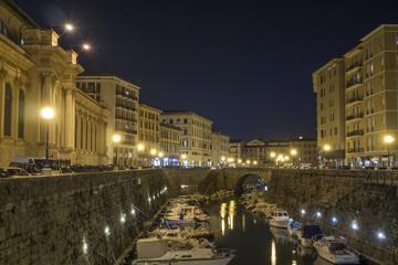 Livorno di notte,fosso Reale e mercato delle vettovaglie.
