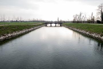 Canale artificiale Vacchelli con ponte