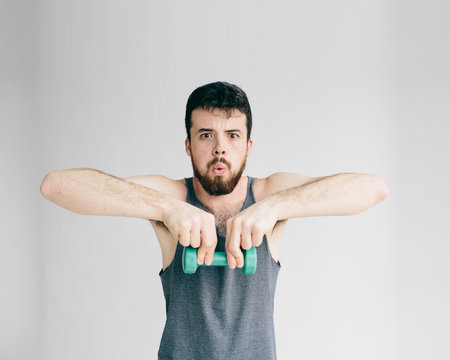 Skinny man training his bicep muscle.