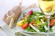 Frühlingssalat mit weißem Spargel dazu ein Glas Weißwein - Spring salad with white asparagus served with a glass of white wine