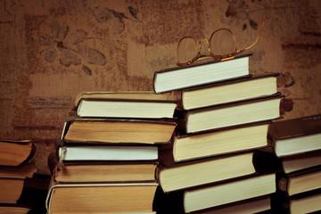 стопки книг фото