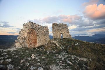 Ruderi al tramonto, a rocca Calascio