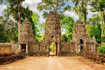 Wall Mural - Gateway to ancient Preah Khan temple in Angkor, Cambodia