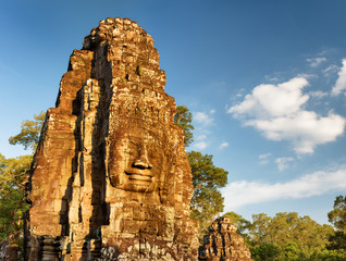 Fototapete - Mysterious face-tower of Bayon temple in Angkor Thom, Cambodia