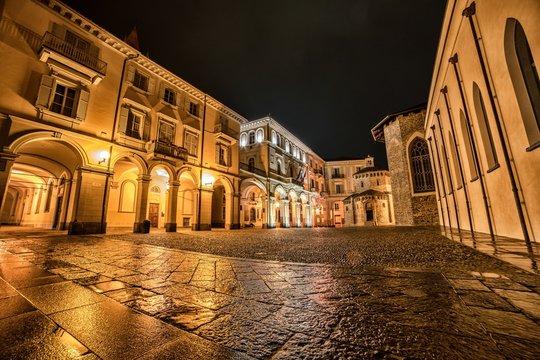 Battistero e Comune di Biella by night