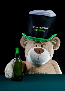 Winnie the Pooh drinking its beer on St. Patrick 's Day
