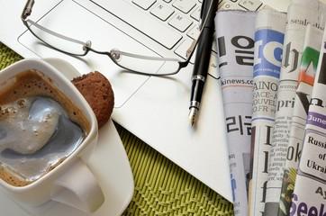 Gazeta przy porannej kawie