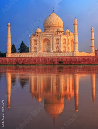Wall mural Taj Mahal mausoleum, Agra, India