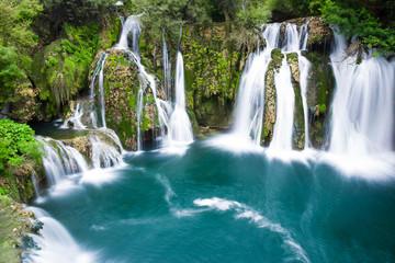Zelfklevend Fotobehang Groen blauw Waterfalls of Martin Brod on Una national park, Bosnia and Herzegovina