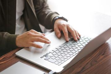 ノートパソコン・男性