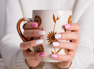 Fototapete - Trend knitted spring manicure.