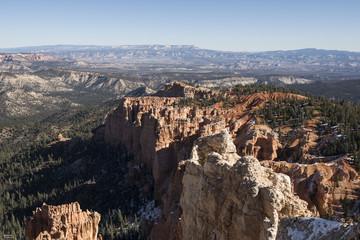 Montañas con picos rojos en el Bryce Canyon, Utah, USA