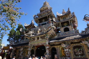 Пагода Линь Фуок  (Linh Phuoc ), построенная из битой посуды, Далат, Вьетнам